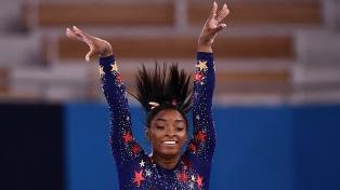 Simone Biles regresó a la competencia y ganó el bronce en la barra de equilibrio