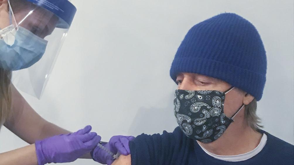 Paul McCartney compartió en las redes su foto recibiendo la vacuna - Télam  - Agencia Nacional de Noticias