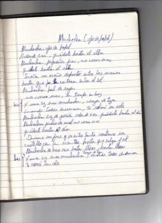 """Una hoja de cuaderno con la letra de """"Muchacha ojos de papel"""", lo último que escribió Horacio y su hermana atesora."""