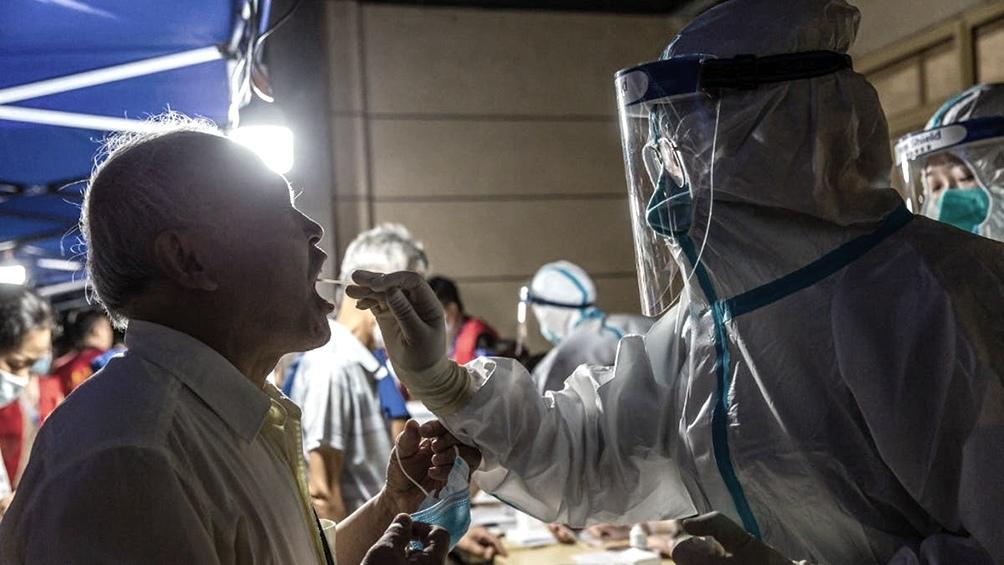 China no ha llegado a eliminar el coronavirus pero lo ha contenido casi por completo gracias a campañas de testeos y aislamientos masivos.