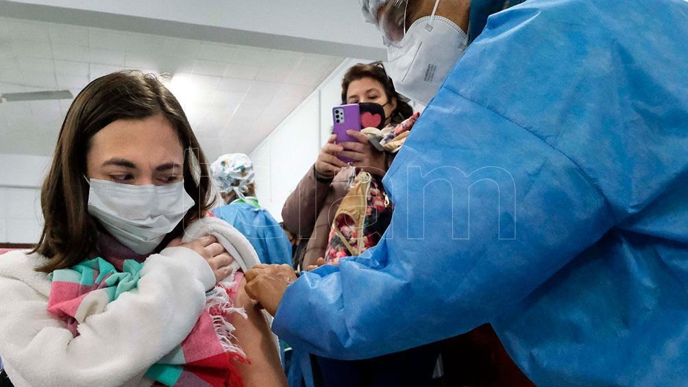 En la provincia de Buenos Aires 677.347 adolescentes se anotaron para recibir su primera dosis. Foto: Germán Pomar