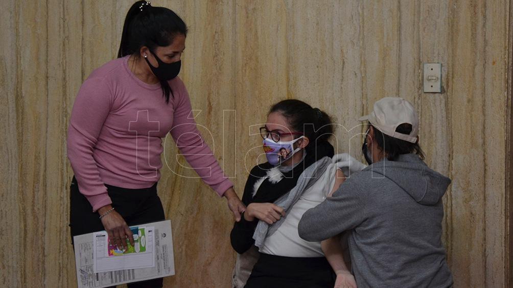 Vacunación en la ciudad de Paraná. Foto: Hernán Saravia.