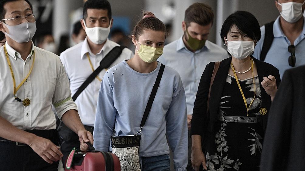 Krystsina Timanoskaya partió de Japón en un vuelo hacia Europa luego de refugiarse en la embajada de Polonia en Tokio. Foto: AFP.