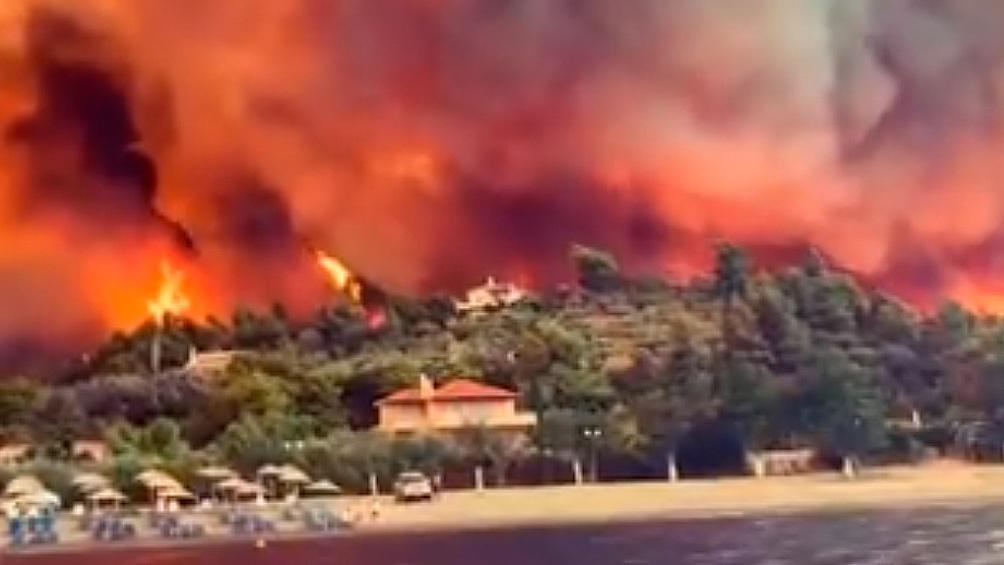 Los habitantes de doce pueblos y aldeas fueron evacuados por el riesgo que representan los focos ígneos
