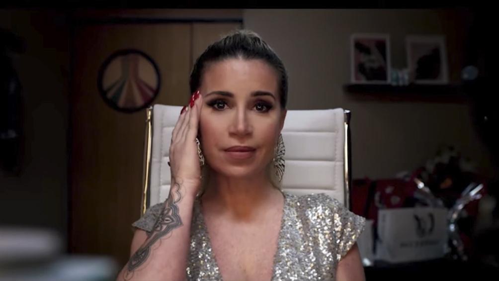Peña como Marcela Robledo, la chimentera que busca un lugar en la pantalla.