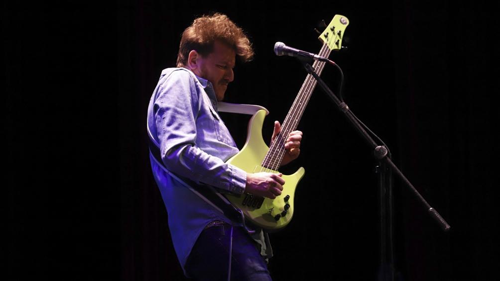 alosetti desde 1996 es uno de los bajistas más requeridos de la Argentina