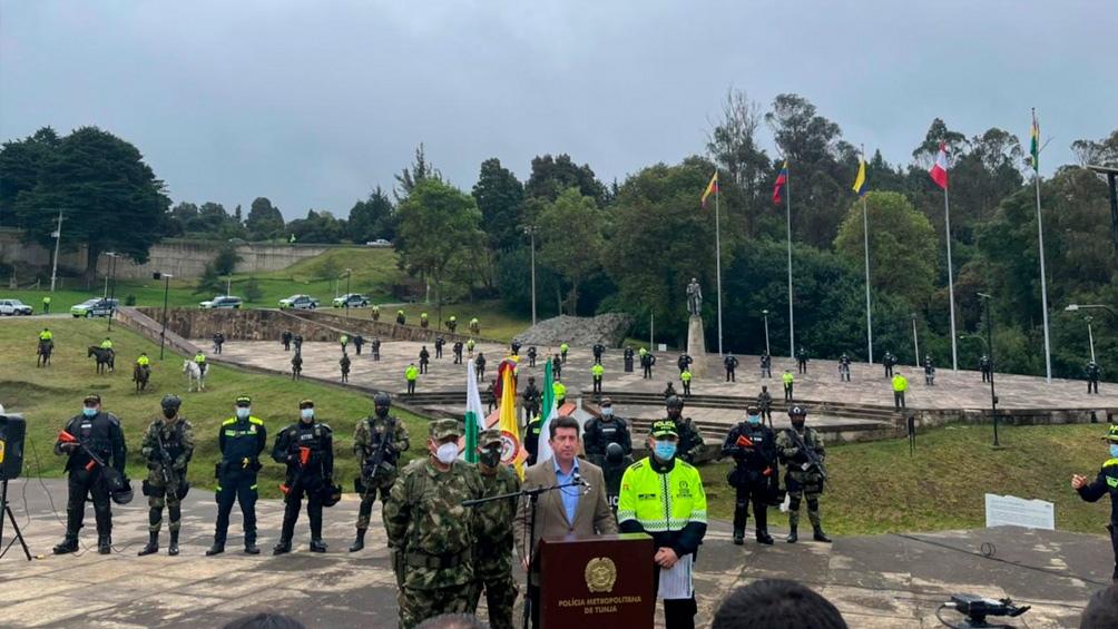 En el operativo dos personas fueron detenidas, entre ellas un desmovilizado de las disueltas Fuerzas Armadas Revolucionarias de Colombia (FARC). Foto: Twitter Ministerio de Defensa Colombia