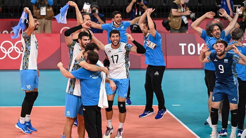 Argentina logró su segunda medalla olímpica en voley de la historia, ante Brasil (Foto: AFP)