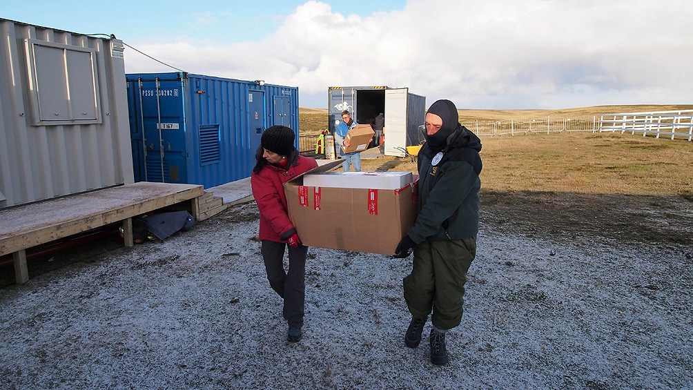 La pandemia de coronavirus y los protocolos de las islas obligaron al equipo a realizar una semana de aislamiento antes de comenzar con los trabajos forenses en el campo.