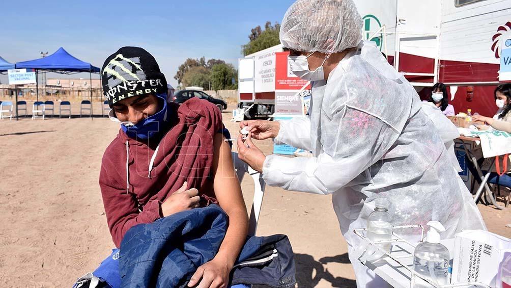 """""""Gracias a Dios que vino el tráiler a la villa, porque si no, no habría tenido la oportunidad de vacunarme"""". Foto: Paratore Rubén"""