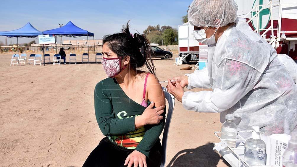 """""""Las vacunas son la única esperanza que tenemos para que algún día podamos volver a la vida normal"""". Foto: Paratore Rubén"""