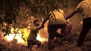 Baja la intensidad del fuego en Grecia
