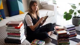 Tsundokus: acumulan libros sin leer y confiesan cómo dialogan con esa parte de la biblioteca