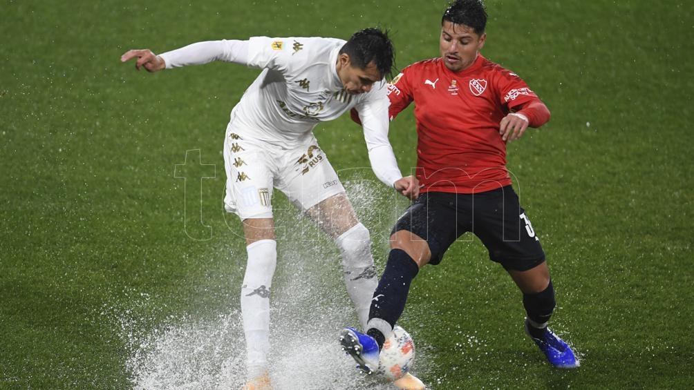 Independiente se quedó con un clásico pasado por agua (Fernando Gens).