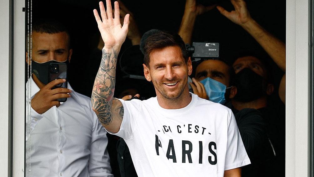 Messi en su llegada a París (AFP).