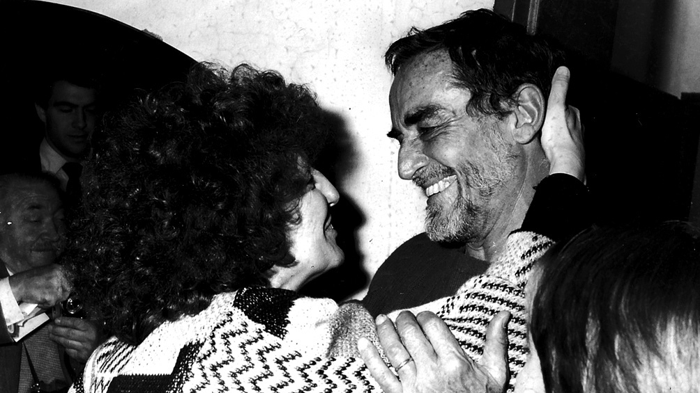La periodista Nora Lafon junto al gran Vittorio, en 1992. (Álbum personal).