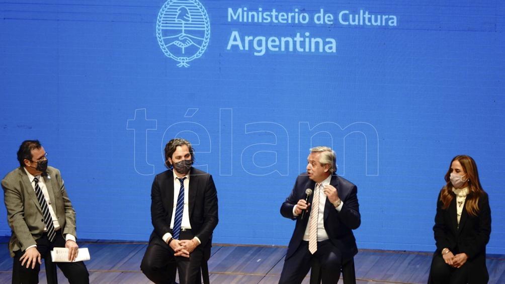 Fernández encabezó el acto de presentación de Activar Cultura. Foto: Pepe Mateo.