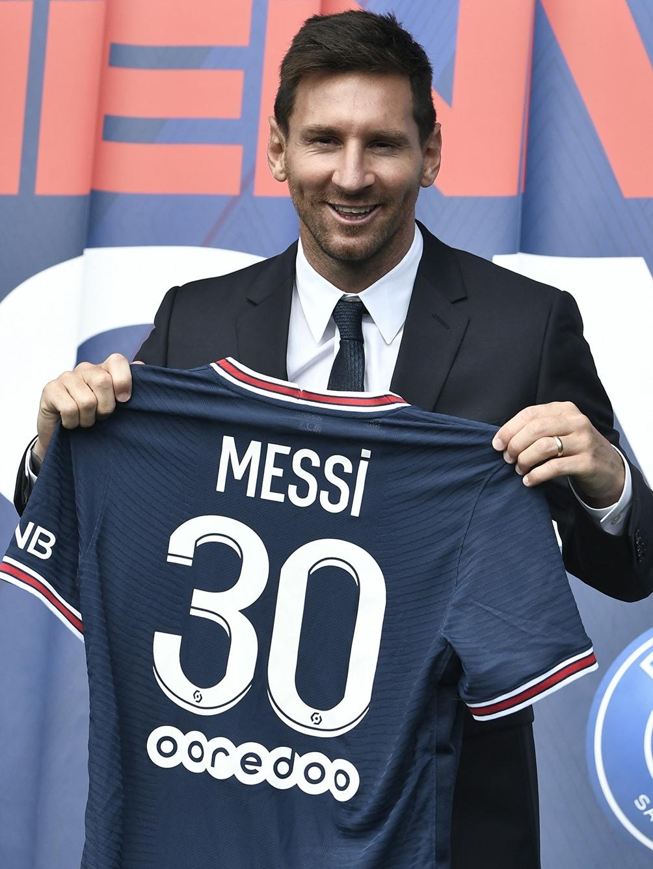 Messi con su camiseta del PSG /AFP),
