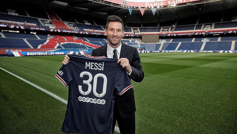 La camiseta con el número 30 se vende en el sitio oficial del PSG a 157,99 euros.