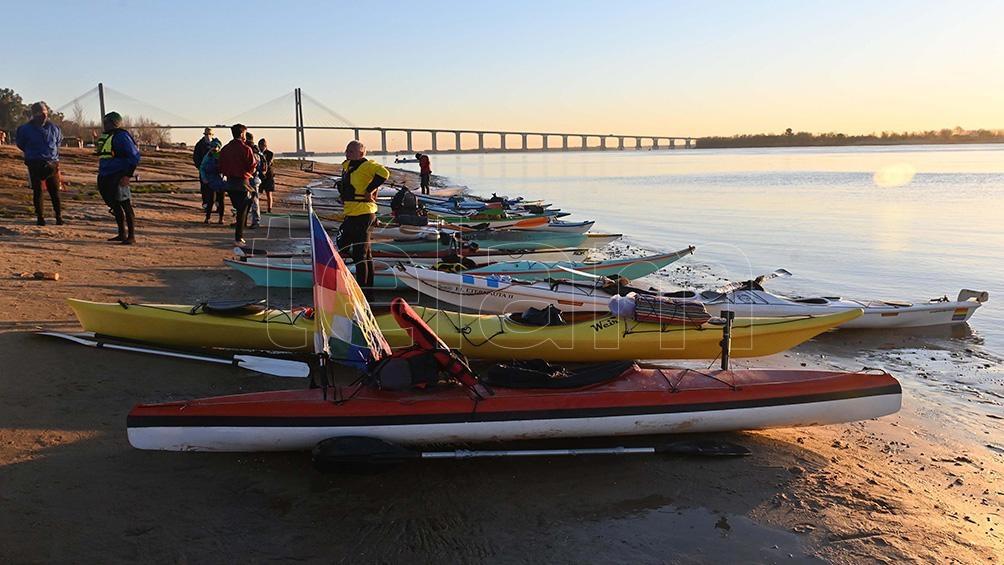 La caravana está compuesta por más de 60 kayakistas. Foto: Sebastián Granata