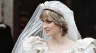Remataron una porción de la torta de bodas de los príncipes Carlos y Diana por más de 3.000 dólares