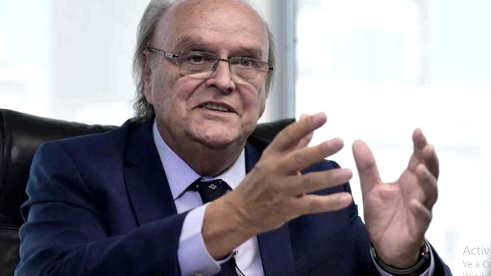 De Mendiguren es miembro de la Junta Directiva de la UIA