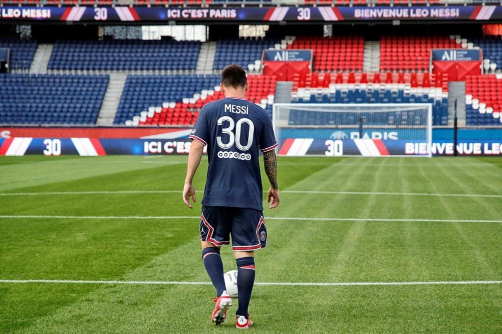 Messi saludará a la gente cuando a las 14.30 se presenten los refuerzos en el campo de juego.