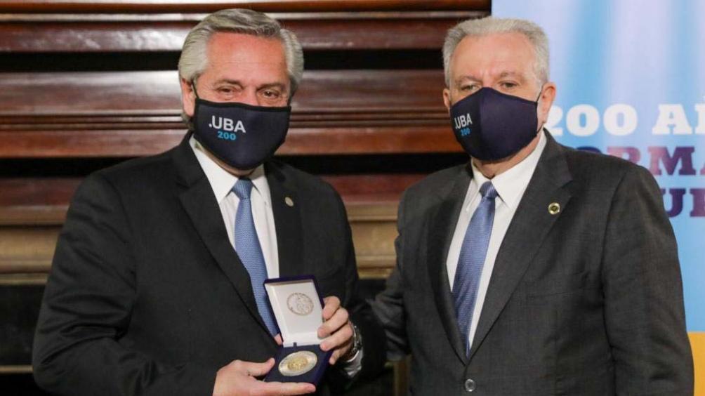 El Presidente con el rector de la UBA, Alberto Barbieri. Foto: Presidencia.