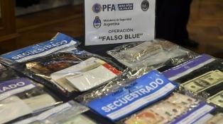 """Desbaratan a la banda del """"Falso Blue"""", una organización que falsificaba dólares y pesos"""