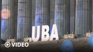 La UBA homenajeó a 200 personalidades en el acto por su bicentenario