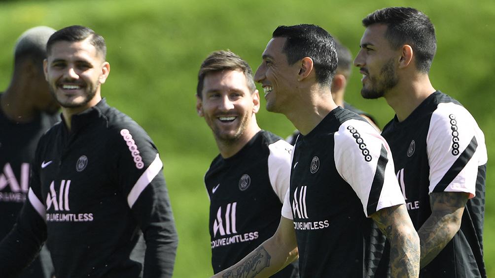 Lionel Messi y el plantel del PSG entrenaron ante el público durante 15 minutos en París