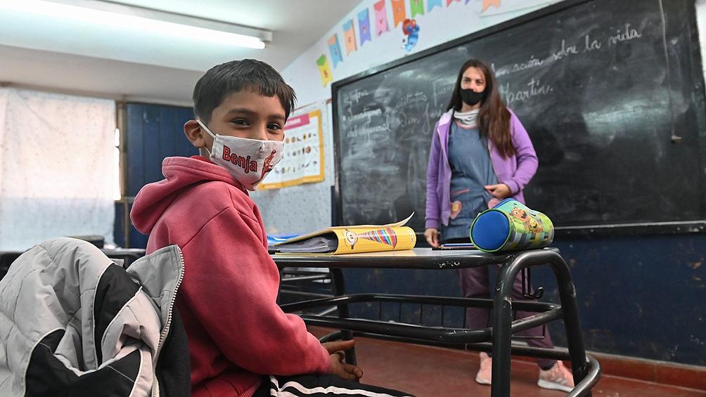 """Alario especificó que el programa Acompañar les permitió """"brindar un acompañamiento en más de 70 escuelas primarias""""."""