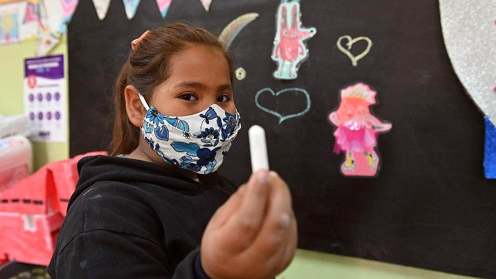 En Rosario, un grupo de docentes utilizaron una radio barrial para acercarse a los chicos en los primeros momentos de la pandemia.