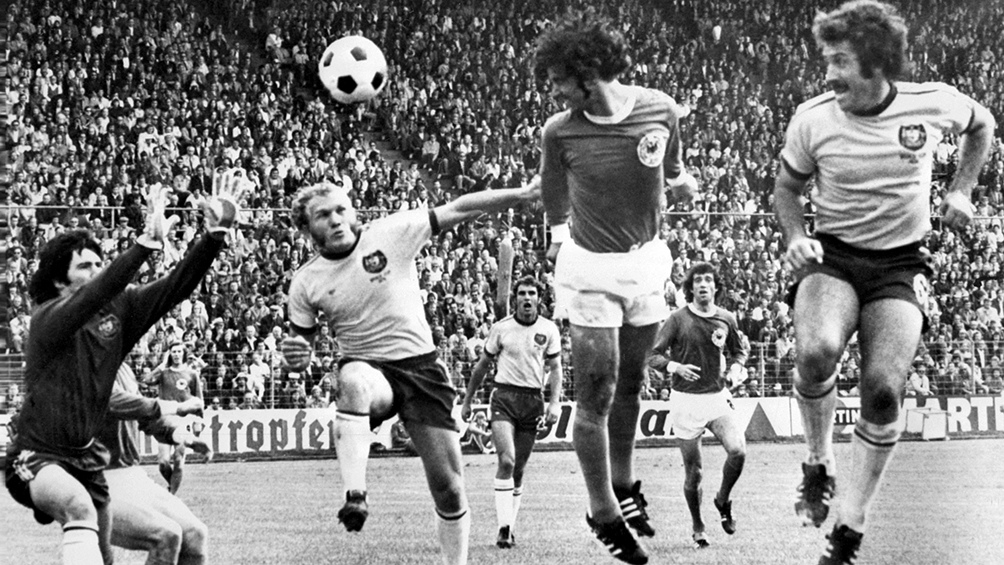 Falleció Gerd Mülle, goleador histórico de la selección germana y del Bayern Munich. Estableció el récord aún no superado de 365 goles en la Bundesliga.
