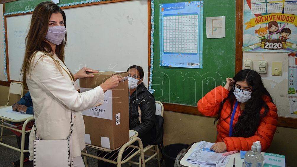 El voto de Bettina Romero. Foto: Luis Cornú