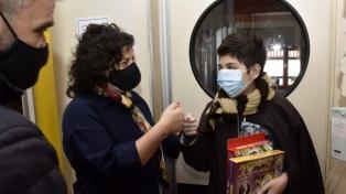 Vizzotti y Zabaleta entregaron regalos en el Hospital Garrahan
