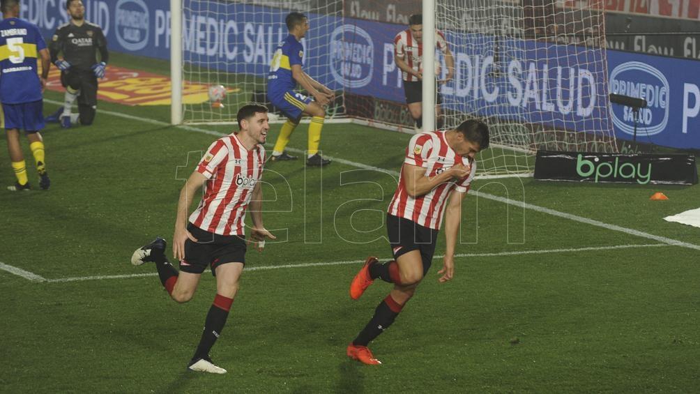 Los jugadores de Estudiantes festejan el gol de Fabián Noguera (Foto: Eva Cabrera).