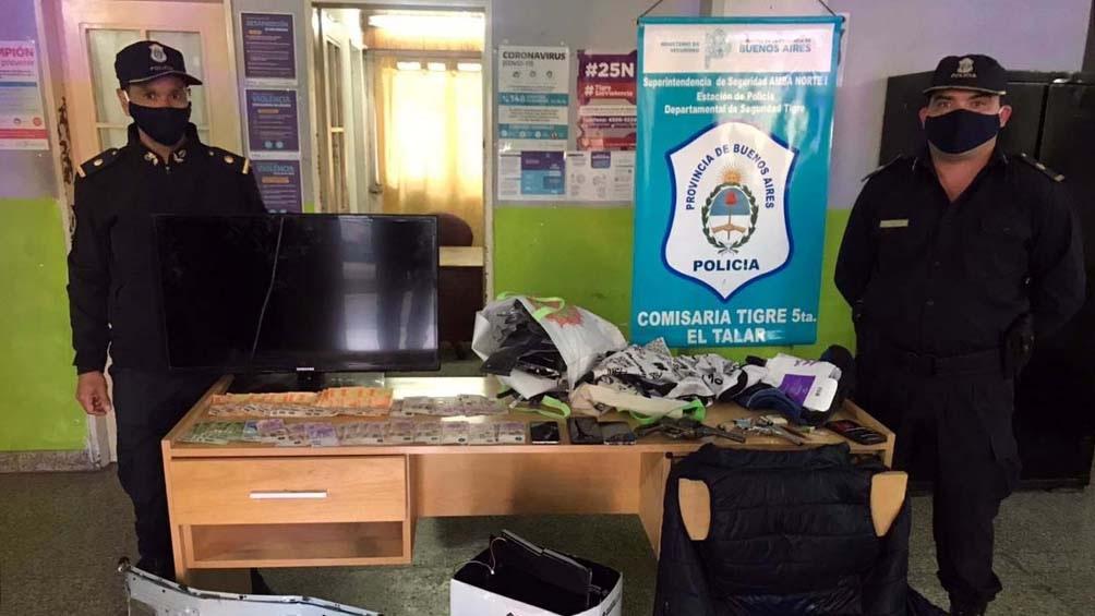 Los investigadores identificaron a dos sospechosos que habían sido vistos ingresar a su casa con dos televisores. Foto: Prensa Ministerio de Seguridad.