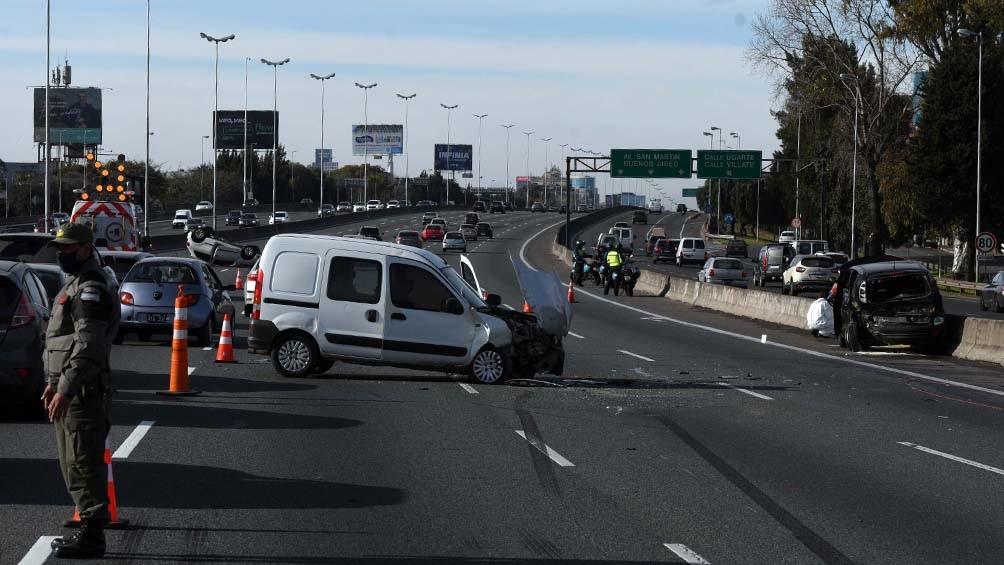 El siniestro vial se produjo en el kilómetro 15,5 del Acceso Norte