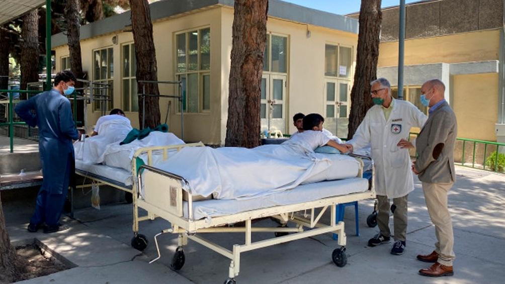 """Ante los daños y muertes fruto de la violencia talibán, el exministro de Exteriores, Joshka Fischer se lamentó: """"Estamos pagando ahora las consecuencias del retiro de tropas""""."""