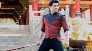 """Controversia en Disney: el protagonista de """"Shang Chi"""" le responde al CEO de la compañía"""