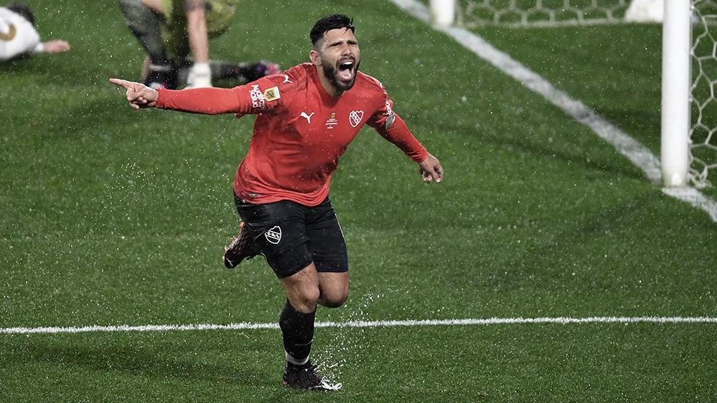"""Silvio Romero, el implacable goleador del """"Rojo""""."""