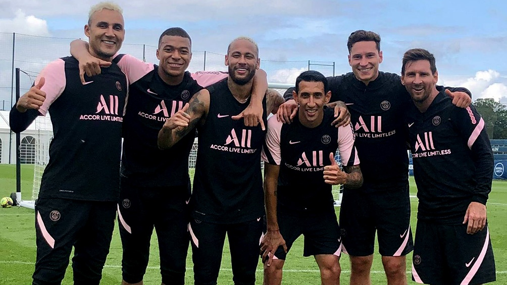 El nuevo número 30 de PSG compartió el equipo ganador de la jornada junto al francés Kylian Mbappé, el brasileño Neymar, el alemán Julian Draxler, Ángel Di María y el arquero costarricense Keylor Navas.