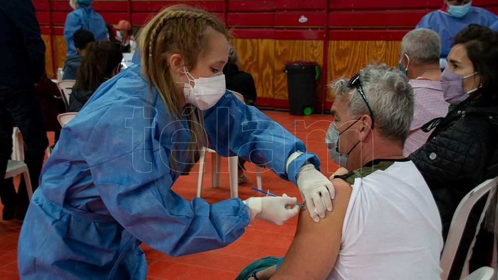"""El médico clínico Luis Cámera dijo que """"si seguimos con el plan de vacunación podrá ser el fin de la pandemia"""". (Foto: David Sánchez)"""