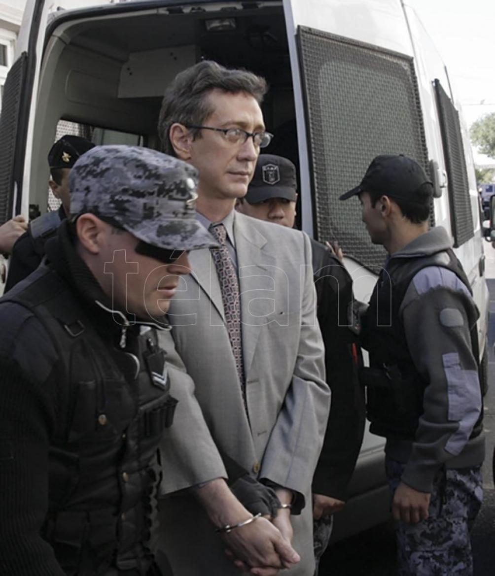 """El día de la sentencia, el """"seductor"""" Menocchio -alias Hugo Jara- fue vestido para la ocasión. (Foto: Juan Pablo Faccioli/Télam)."""