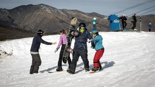 Llegó la esperada nieve en Bariloche y se reactivan las pistas de esquí