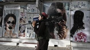 Suben los precios y los bancos llevan cerrados una semana en Kabul