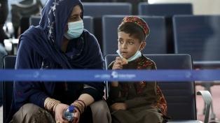 Continúa la evacuación de extranjeros y afganos en el aeropuerto de Kabul