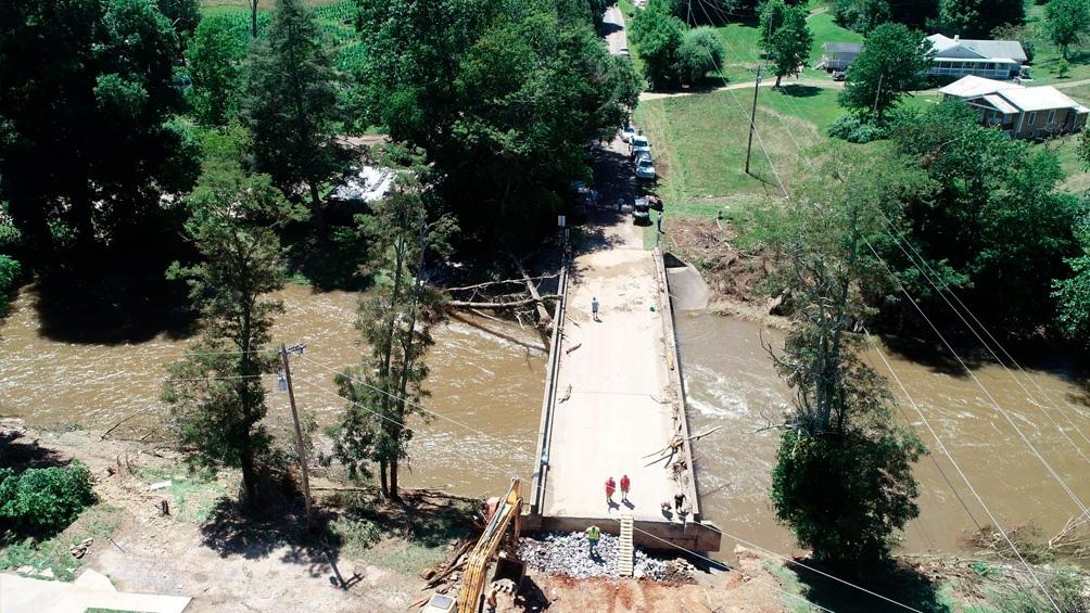 Al menos dos muertos y 20 desaparecidos por las inundaciones en Carolina del Sur.