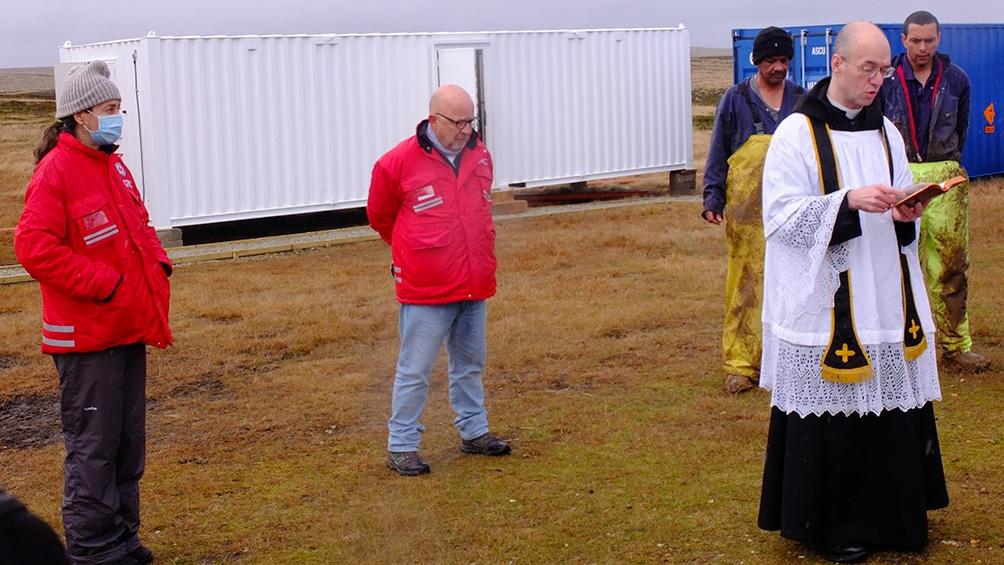 Después de que un sacerdote bendijera la operación, comenzaron el martes los trabajos de exhumación de la tumba.